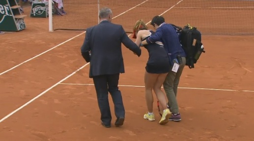 Cornet being helped to her chair (screencap - Eurosport)